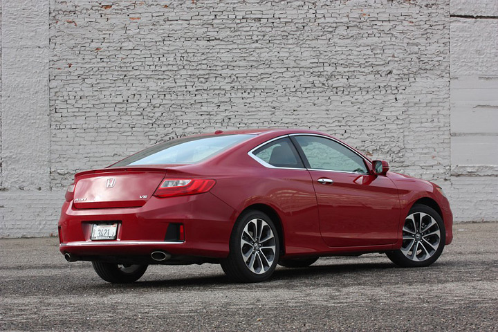 Автомобиль 2013 Honda Accord Coupe V6 6MT: вид с угла